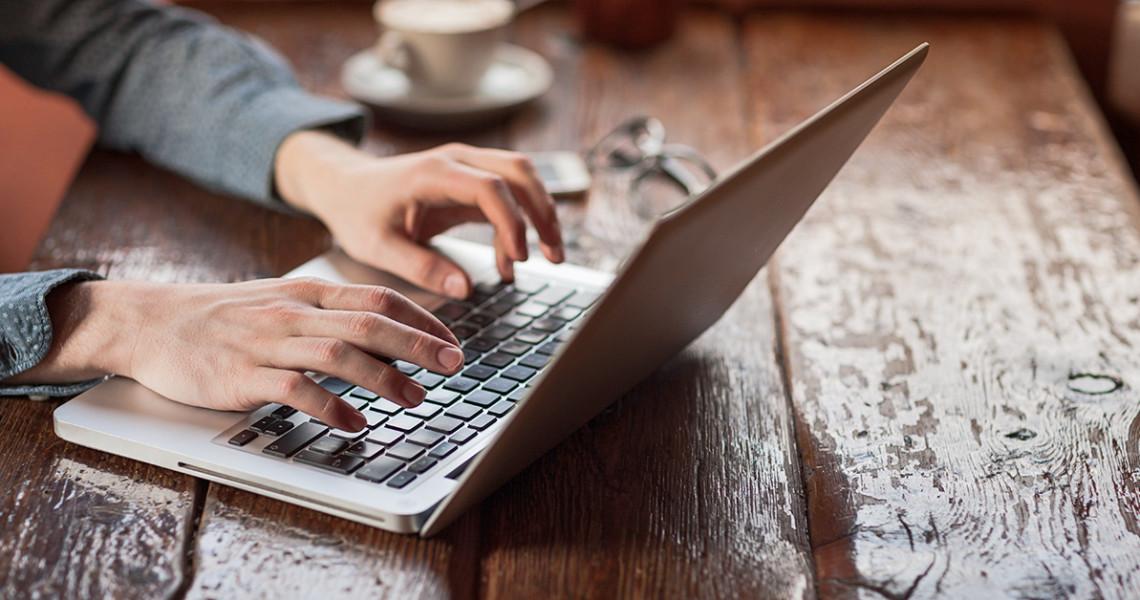 man-blogging
